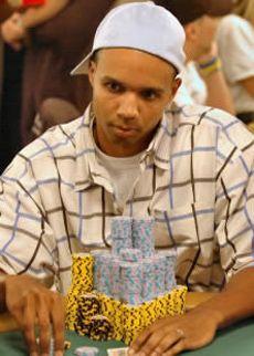 Phil Ivey verliert $320k Pot auf Full Tilt Poker